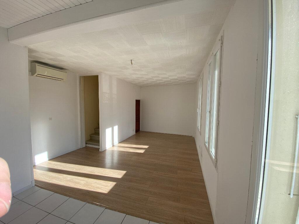 Maison à louer 3 70m2 à Palau-del-Vidre vignette-2