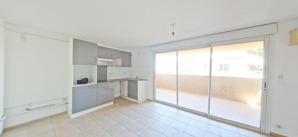 Appartement à louer 3 70m2 à Sainte-Marie vignette-1