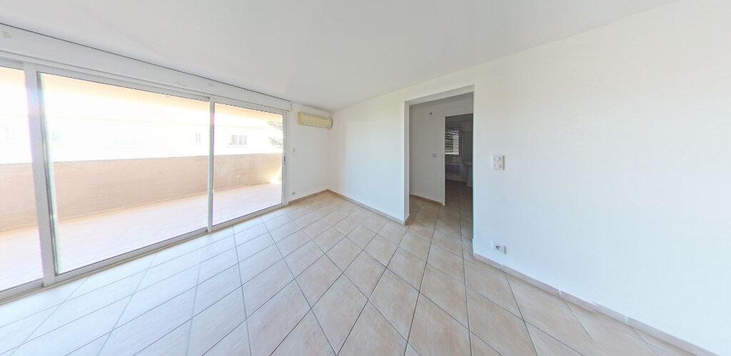 Appartement à louer 3 70m2 à Sainte-Marie vignette-2