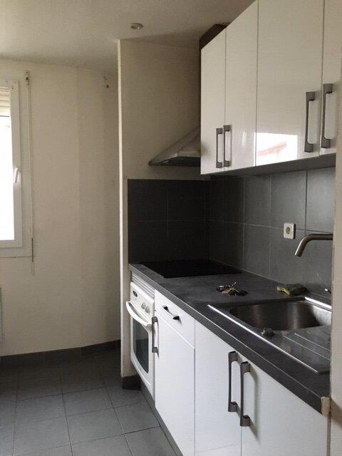 Appartement à louer 3 54m2 à Perpignan vignette-1