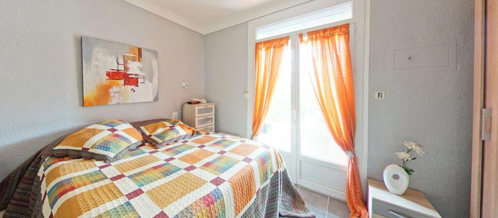 Appartement à louer 3 70m2 à Saint-Cyprien vignette-1