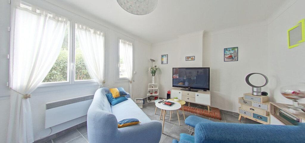 Appartement à louer 3 70m2 à Saint-Cyprien vignette-2