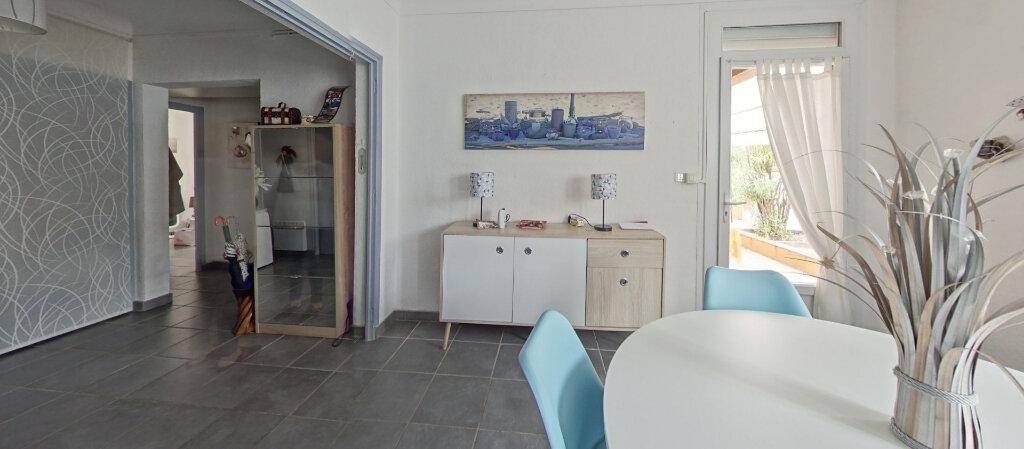Appartement à louer 3 70m2 à Saint-Cyprien vignette-3