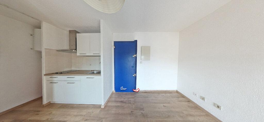 Appartement à louer 2 25m2 à Sainte-Marie vignette-2