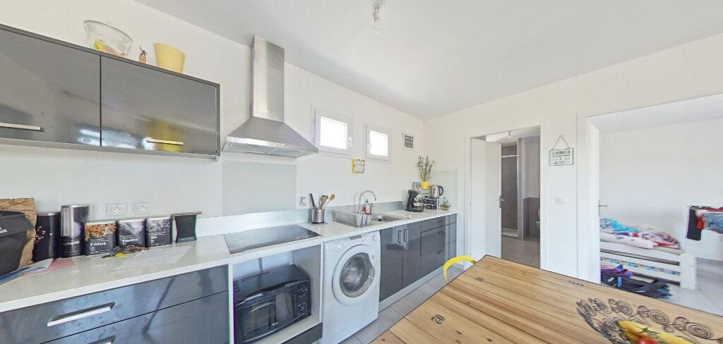 Appartement à louer 3 50m2 à Le Soler vignette-1