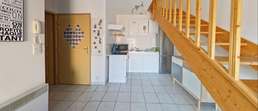 Appartement à louer 3 50m2 à Baho vignette-2
