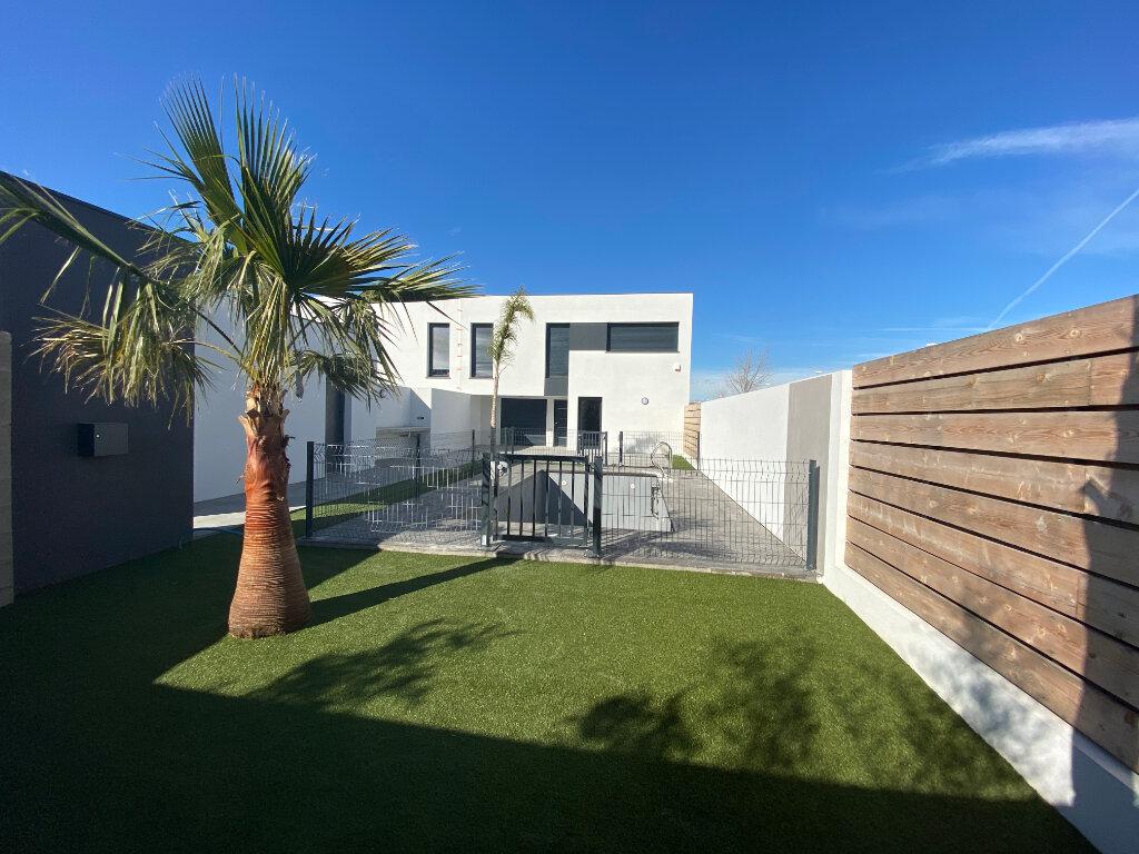 Maison à louer 5 136.85m2 à Perpignan vignette-1
