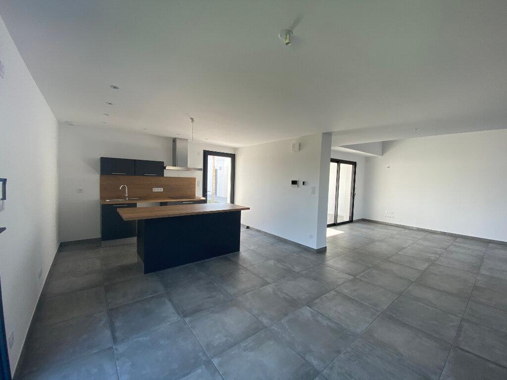 Maison à louer 5 136.85m2 à Perpignan vignette-4