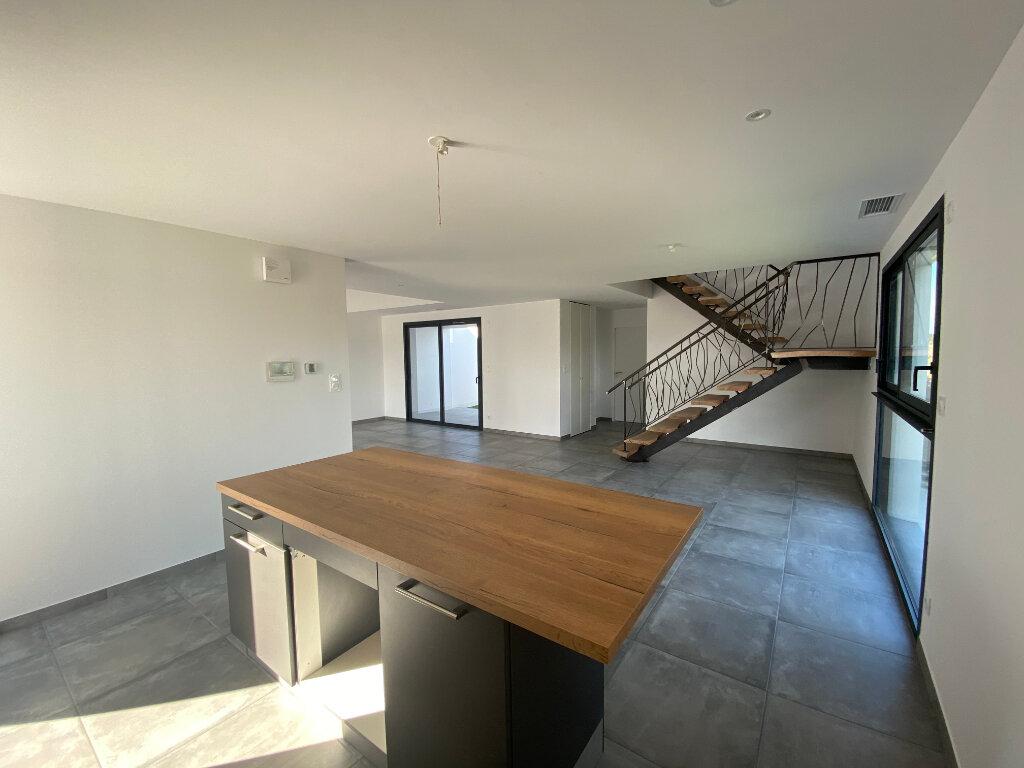 Maison à louer 5 136.85m2 à Perpignan vignette-5