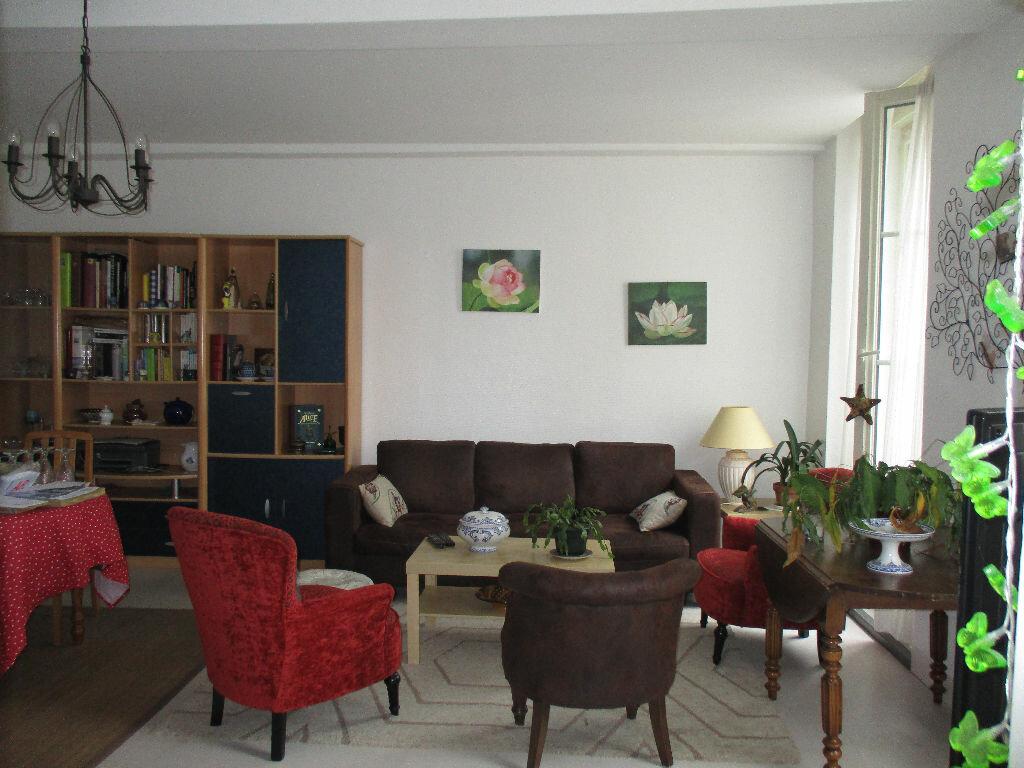 Appartement à louer 3 107m2 à Mamers vignette-1