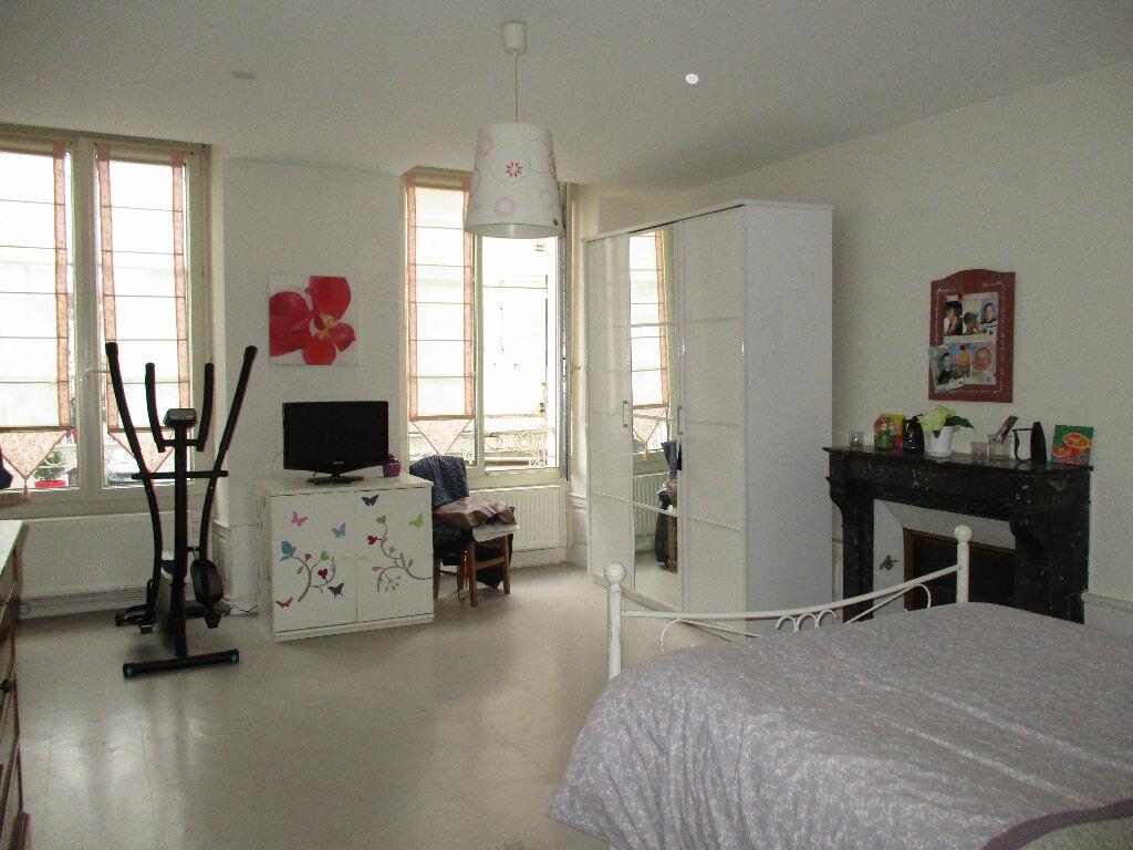 Appartement à louer 3 107m2 à Mamers vignette-3