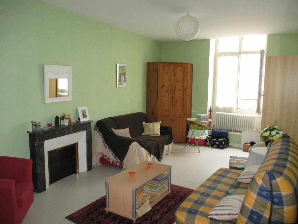 Appartement à louer 3 107m2 à Mamers vignette-4