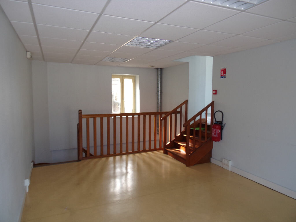 Maison à vendre 4 116m2 à Saint-Cosme-en-Vairais vignette-1