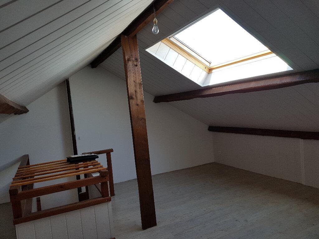Maison à louer 5 74m2 à Saint-Cosme-en-Vairais vignette-9