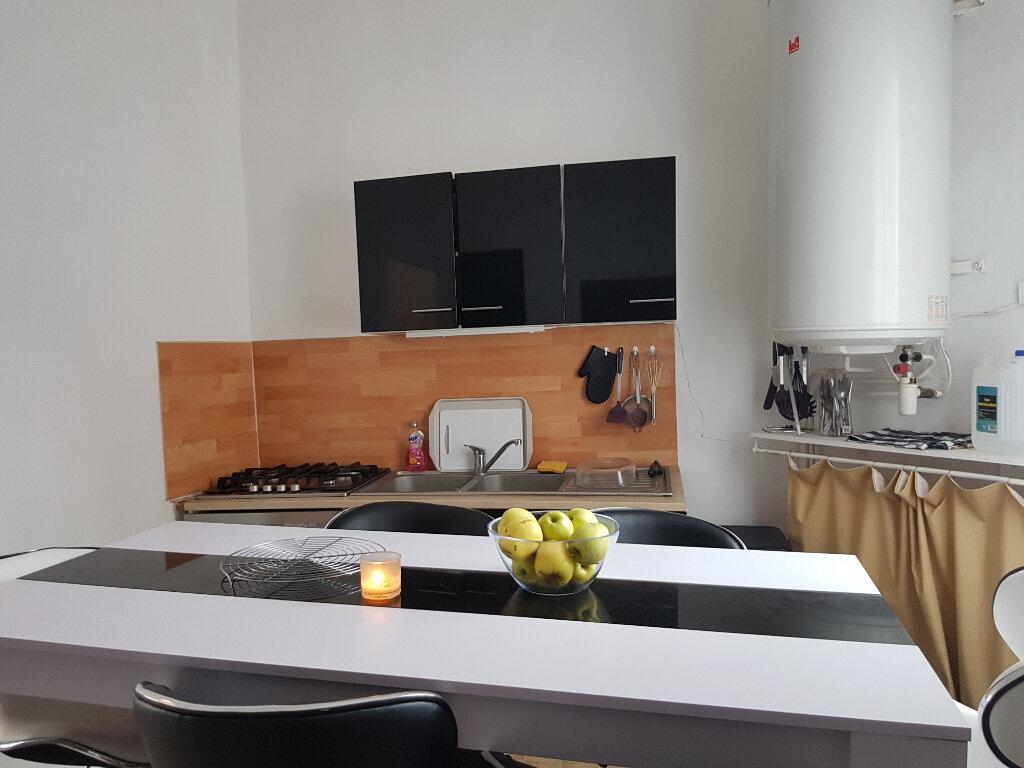 Appartement à louer 2 30m2 à Mamers vignette-3