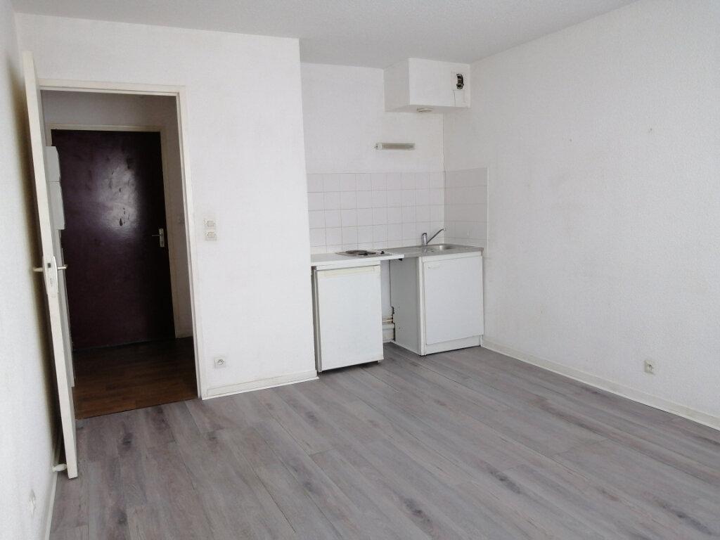 Appartement à louer 1 22m2 à Le Mans vignette-2