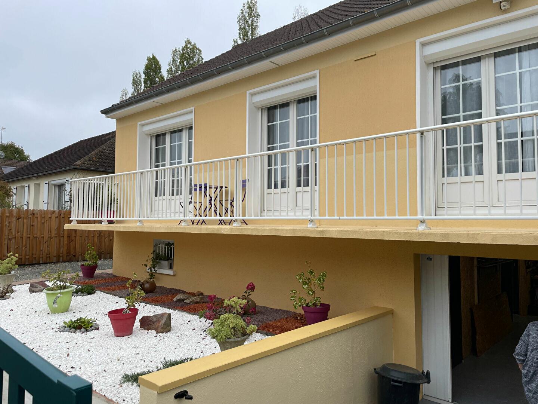 Maison à vendre 5 82m2 à Saint-Pavace vignette-1
