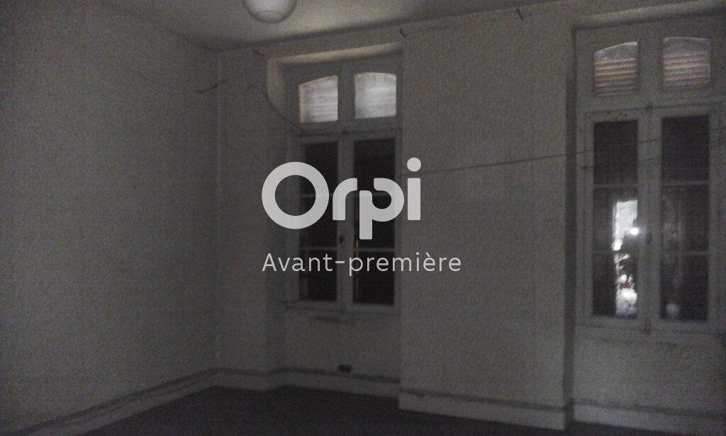 Appartement à vendre 2 64.03m2 à Oloron-Sainte-Marie vignette-1