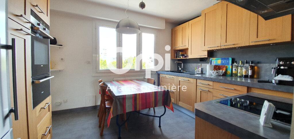 Appartement à vendre 5 112.6m2 à La Rochelle vignette-6