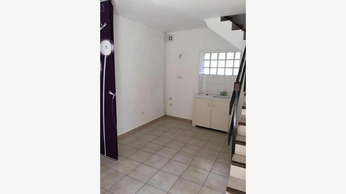 Location Appartement 1 pièce à Caissargues - vignette-1