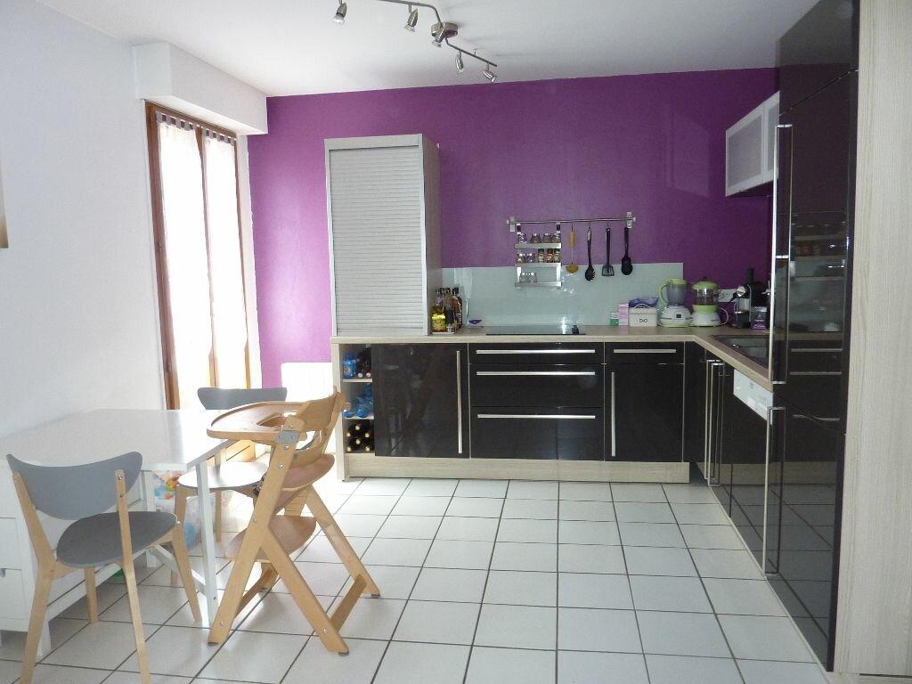 Achat Appartement 2 pièces à Saint-Pierre-de-Chandieu - vignette-2