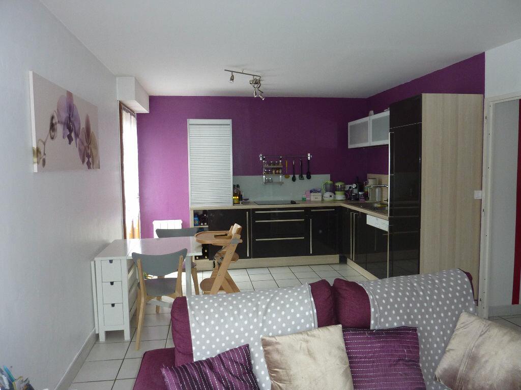 Achat Appartement 2 pièces à Saint-Pierre-de-Chandieu - vignette-3