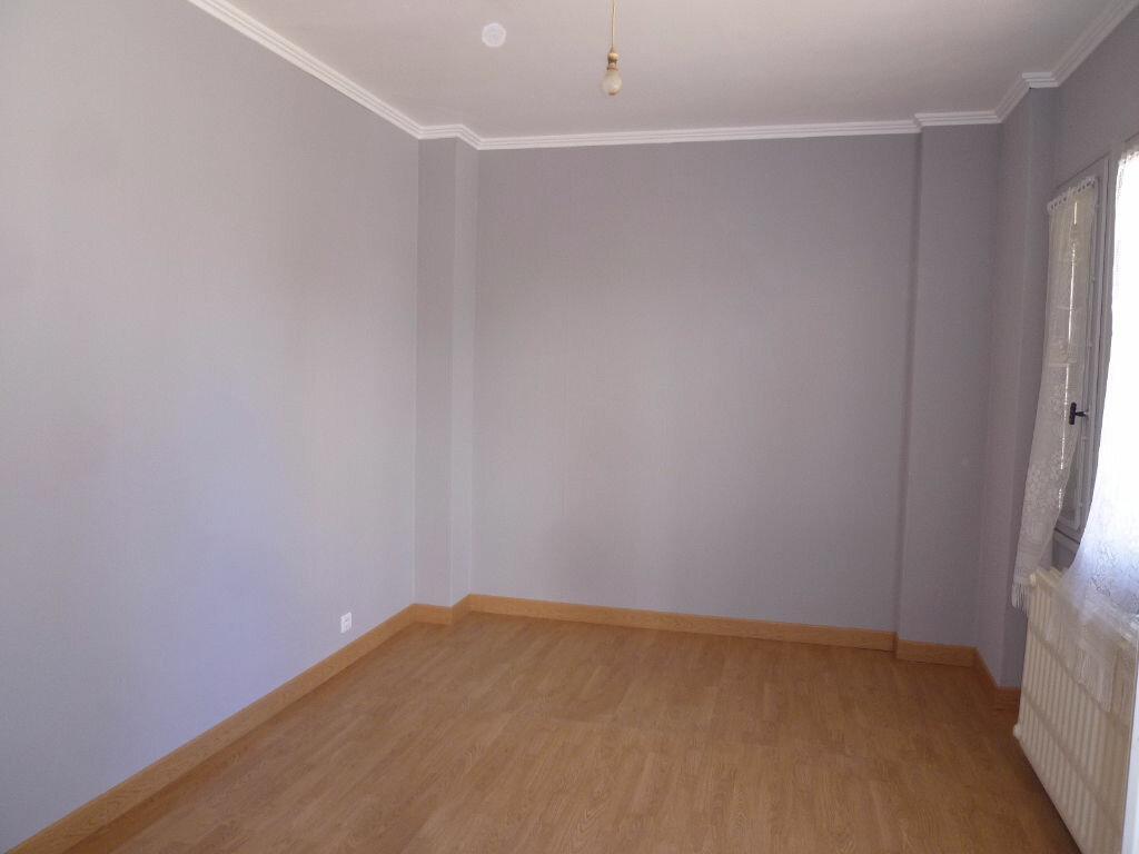 Achat Appartement 2 pièces à Crépy-en-Valois - vignette-2