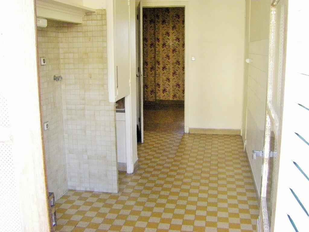 Achat Appartement 5 pièces à Marseille 8 - vignette-10