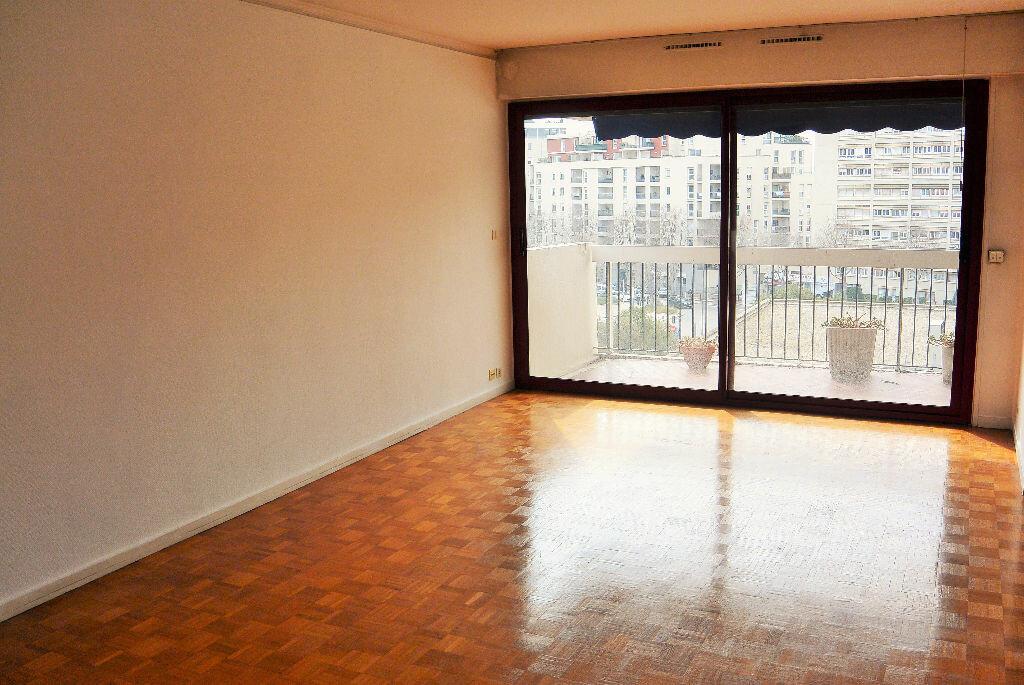 Achat Appartement 4 pièces à Marseille 6 - vignette-2