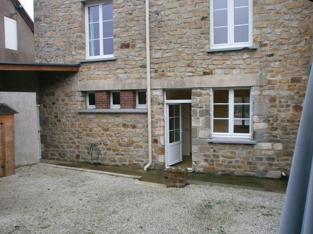 Location Maison 5 pièces à Lougé-sur-Maire - vignette-1