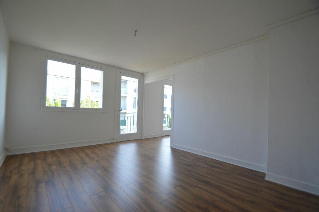 Achat Appartement 3 pièces à Notre-Dame-de-Sanilhac - vignette-4