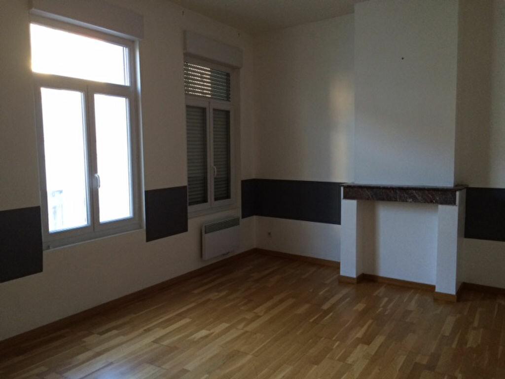 Location Appartement 4 pièces à Saint-Amand-les-Eaux - vignette-1