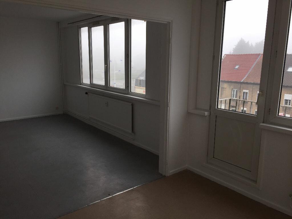 Location Appartement 4 pièces à Raismes - vignette-1