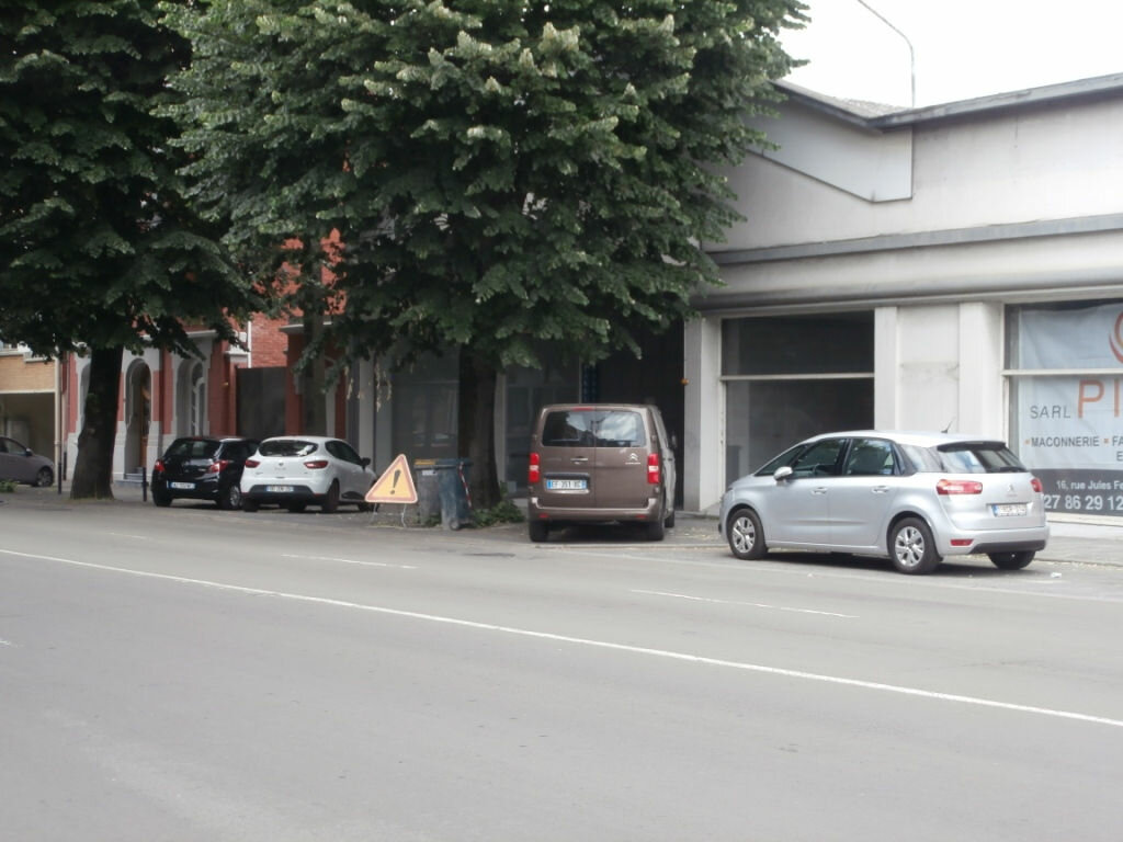 Location Local commercial  à Valenciennes - vignette-1