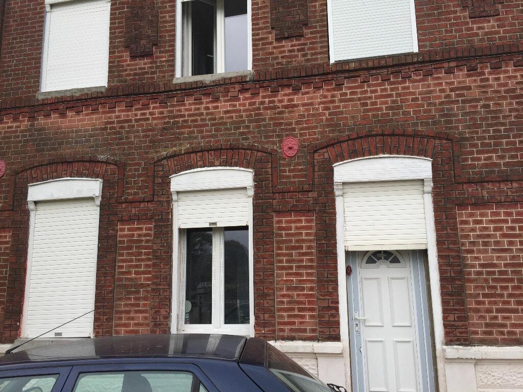 Location Appartement 3 pièces à Bouchain - vignette-1