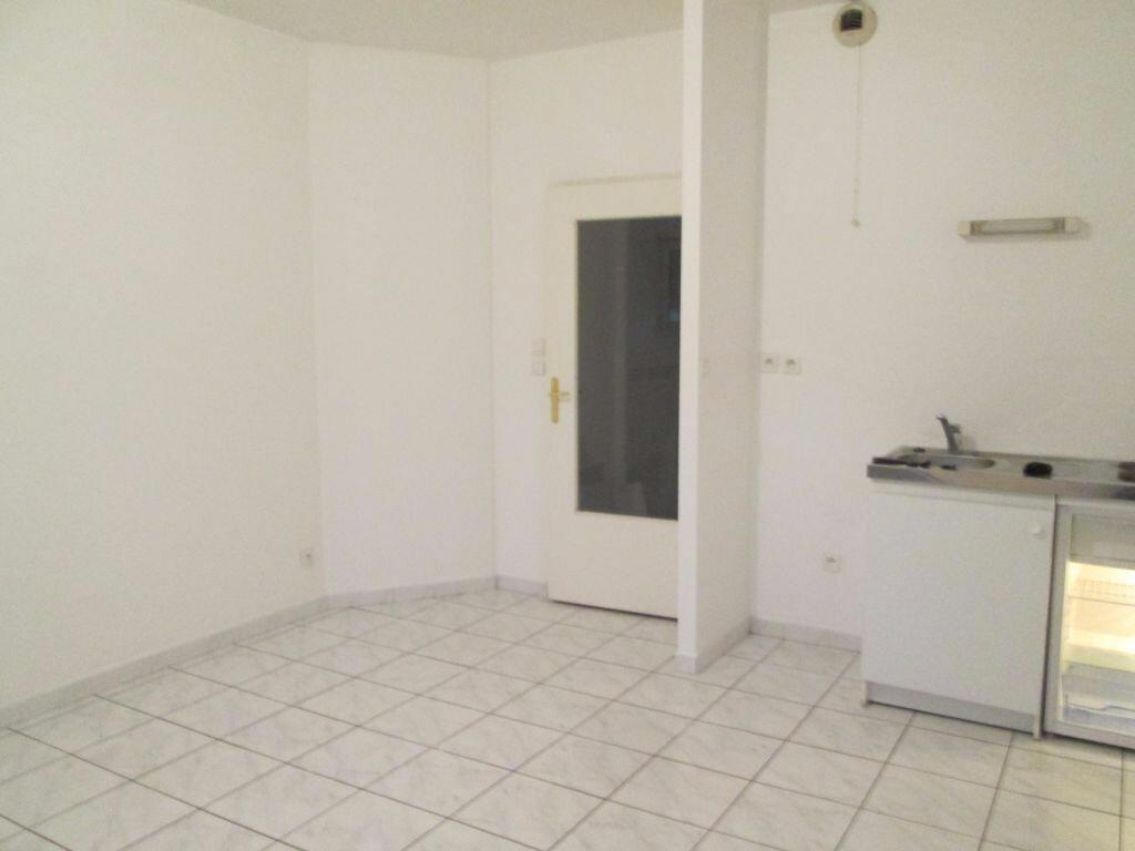 Location Appartement 1 pièce à Valenciennes - vignette-1