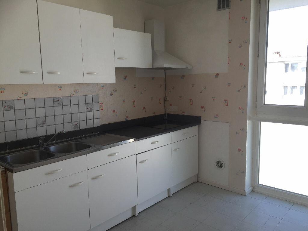 Location Appartement 3 pièces à Maubeuge - vignette-1