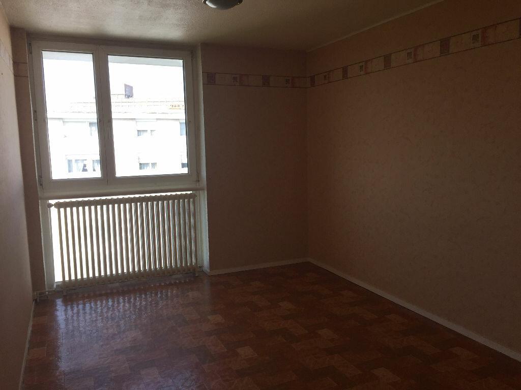 Location Appartement 3 pièces à Maubeuge - vignette-4