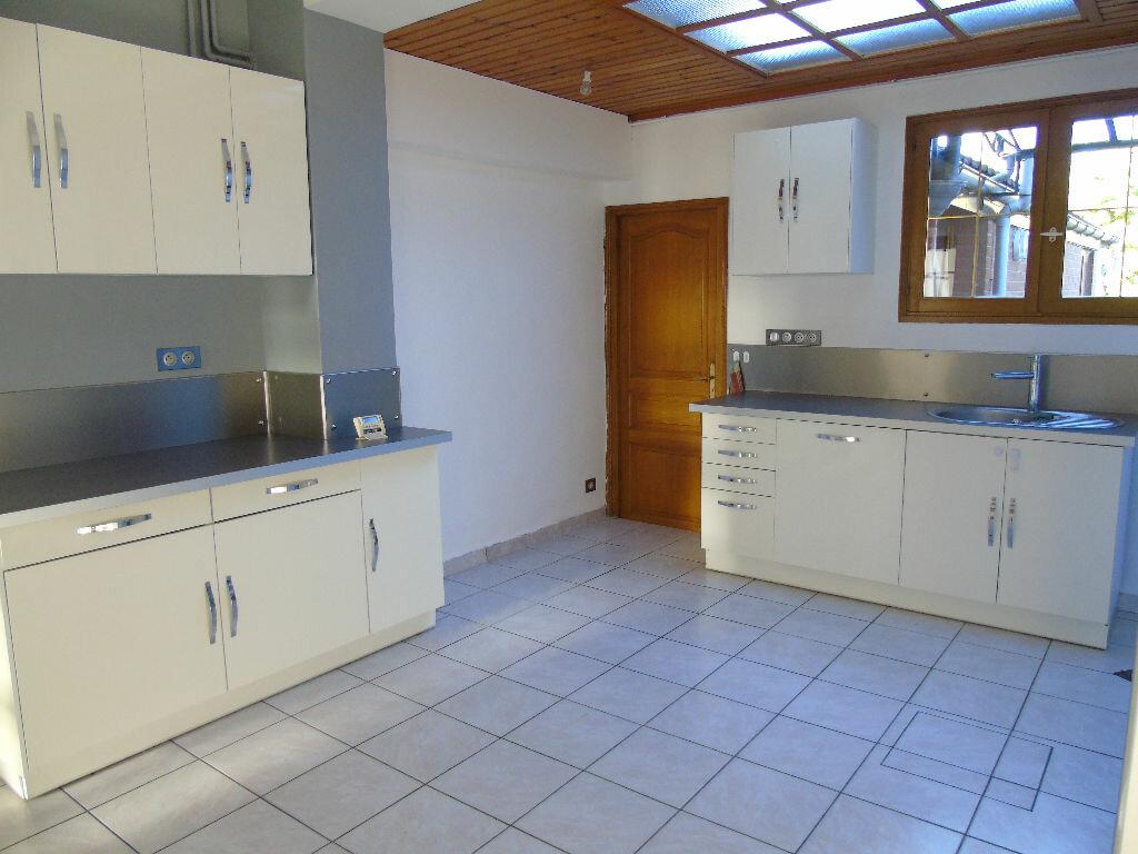 Location Maison 5 pièces à Mortagne-du-Nord - vignette-1