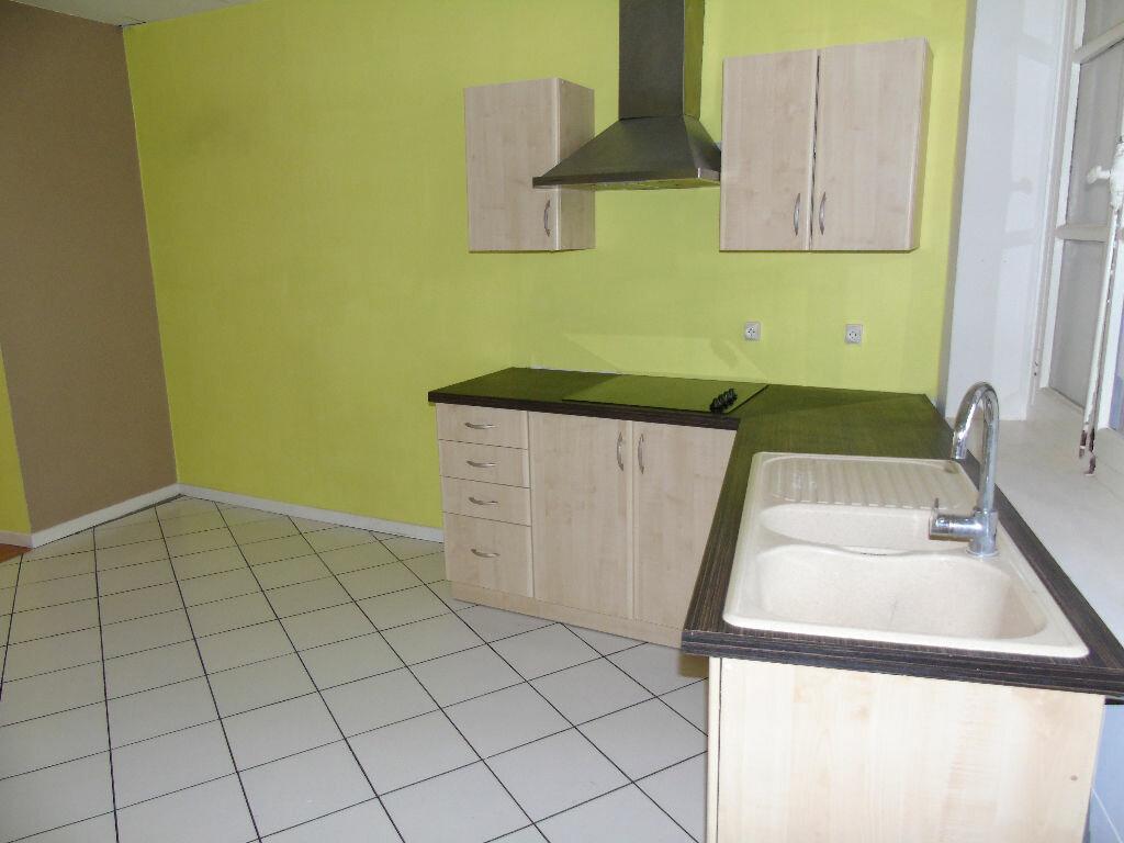 Location Appartement 3 pièces à Saint-Amand-les-Eaux - vignette-1