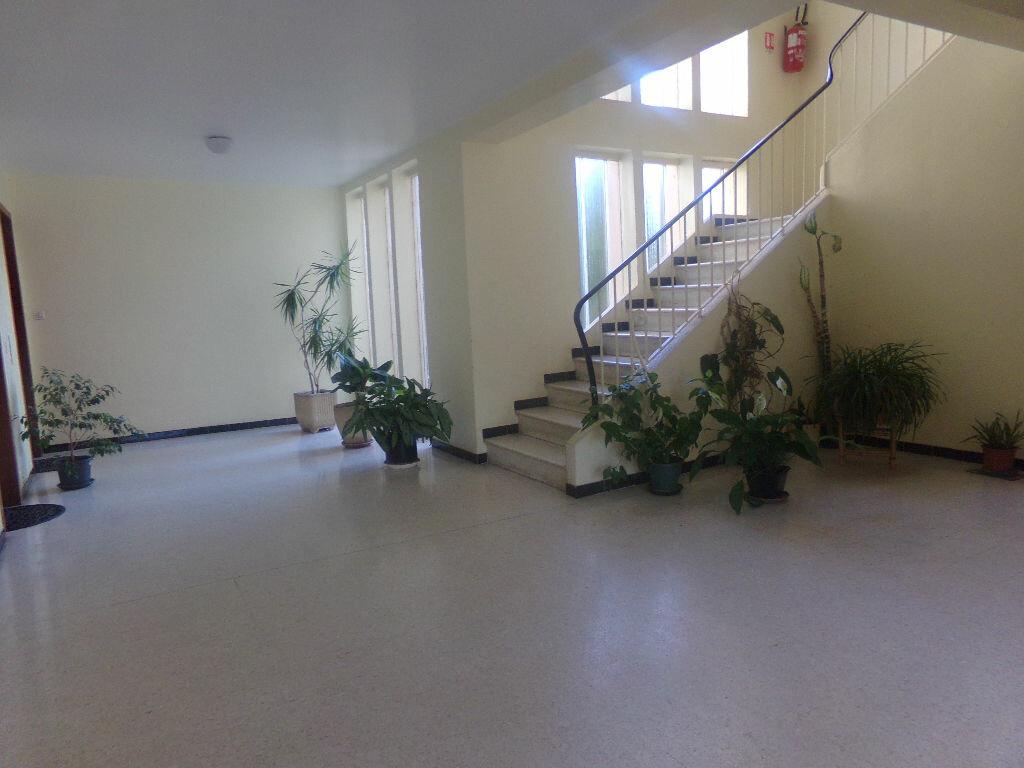 Achat Appartement 1 pièce à Six-Fours-les-Plages - vignette-2