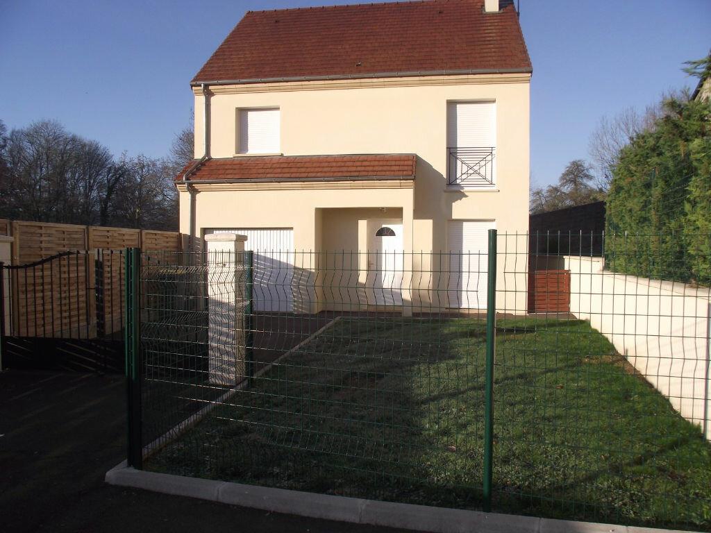 Location Maison 4 pièces à Oinville-sur-Montcient - vignette-1