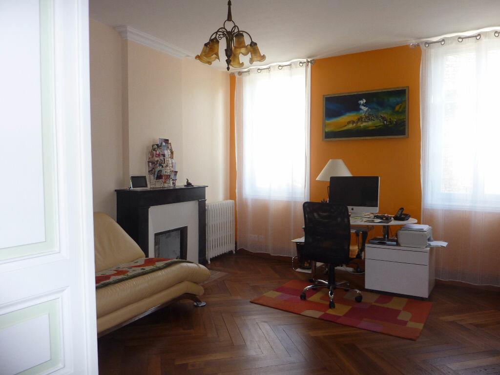 Achat Maison 6 pièces à Saint-Savinien - vignette-10
