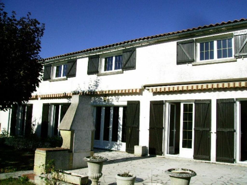 Achat Maison 8 pièces à Puy-du-Lac - vignette-1
