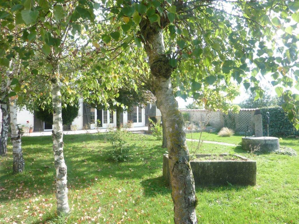 Achat Maison 8 pièces à Puy-du-Lac - vignette-2