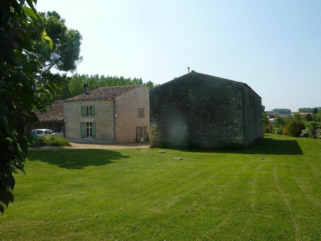 Achat Maison 9 pièces à Saint-Savinien - vignette-1