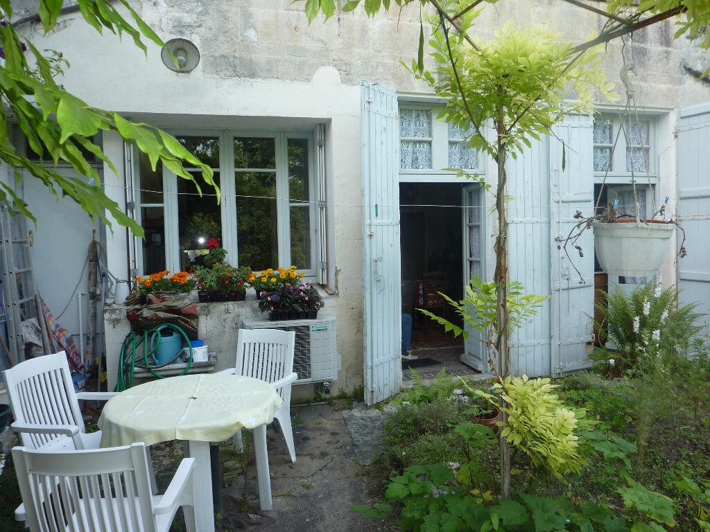 Achat Maison 9 pièces à Saint-Savinien - vignette-12
