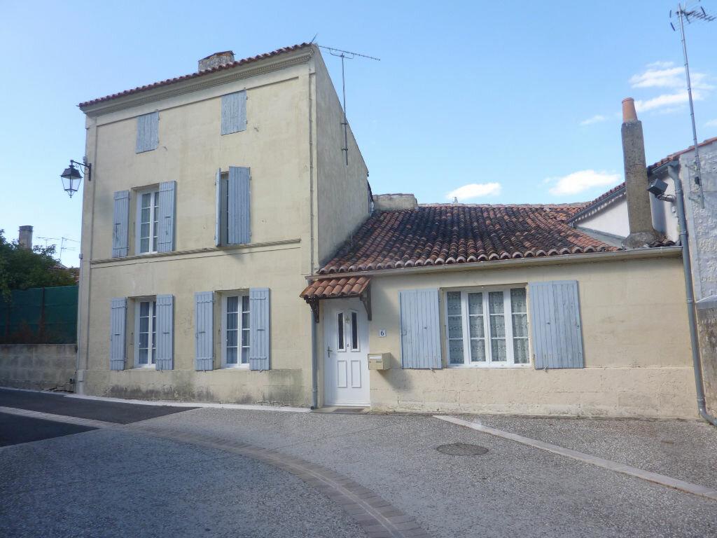 Achat Maison 4 pièces à Saint-Savinien - vignette-1
