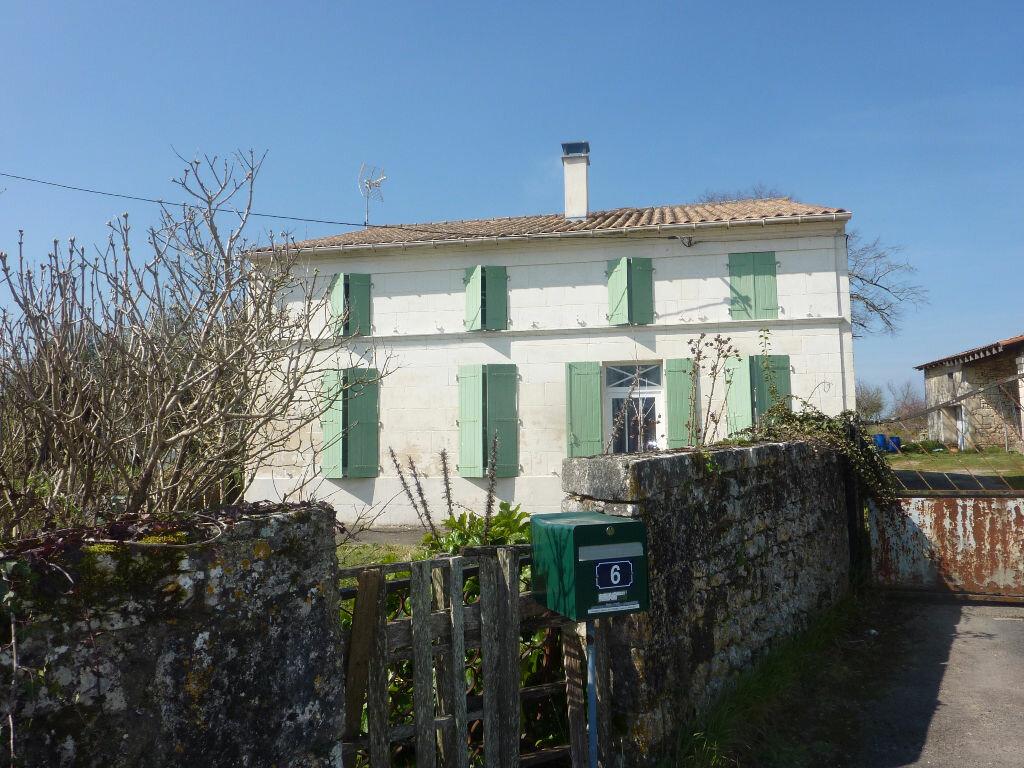 Achat Maison 8 pièces à Saint-Savinien - vignette-1
