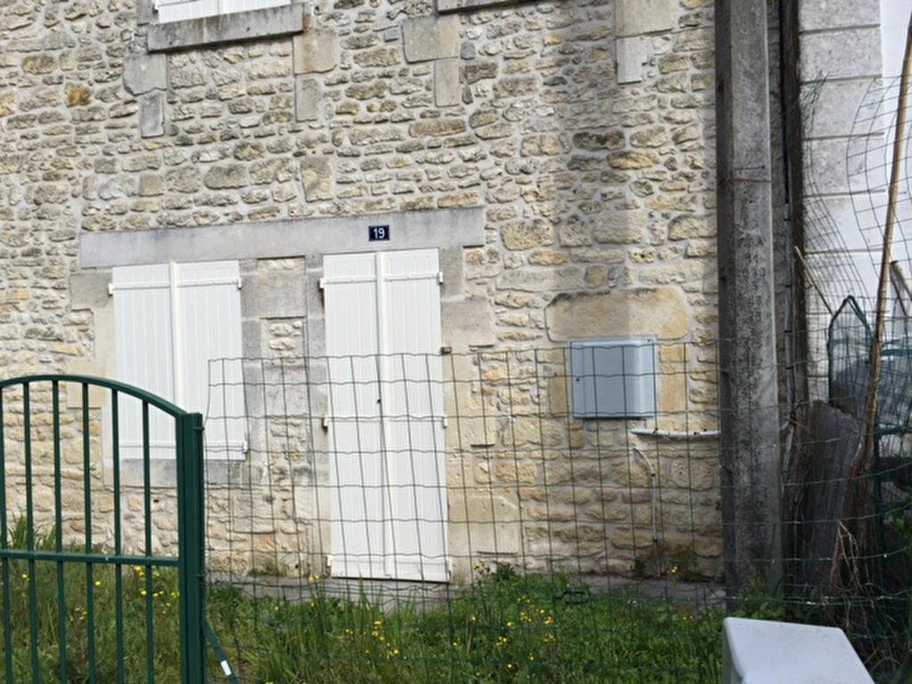 Location Maison 5 pièces à Saint-Savinien - vignette-1